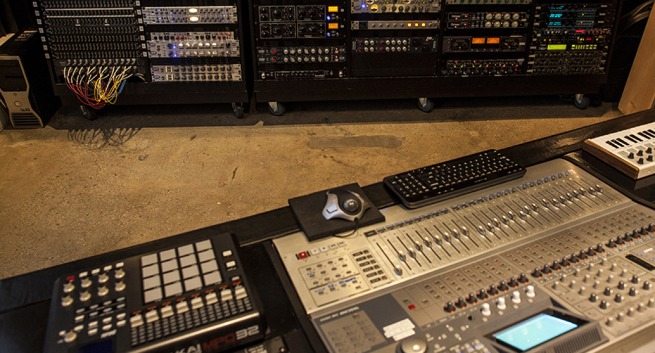 02_new-record-studios-control-room-outboard-jersey-city-new-jersey-new-york